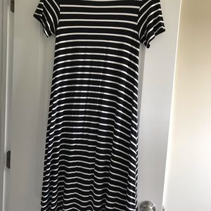 LuLaRoe Dresses - Like new LuLaRoe black/white dress. Size xxs.
